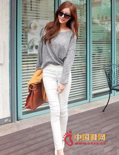 Slim white pants, pure and elegant, more suitable for girls wearing slender legs
