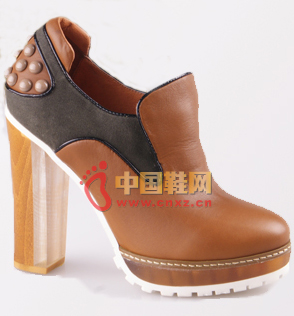 The sense of security brought about by the rough heel is inborn, and the design of the high waterproof platform also relieves the pressure on the heels.