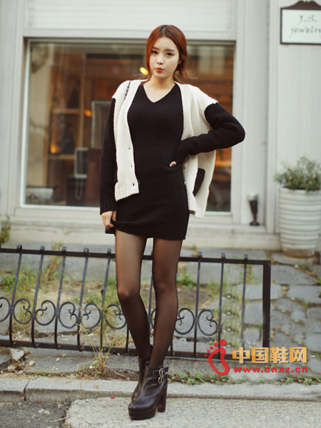 An indispensable black dress in the closet, the upper body is very thin, V-neck design