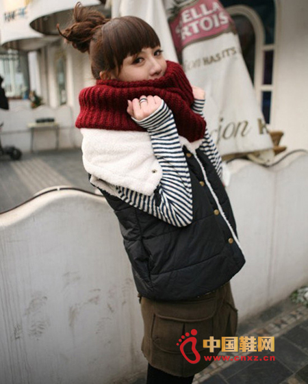 Autumn and winter Korean cotton vest, lined with lambs wool warm and comfortable, stylish big lapel design