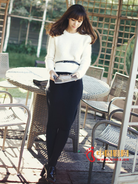 A great knit skirt, lightweight and knitted texture, warmth is very good