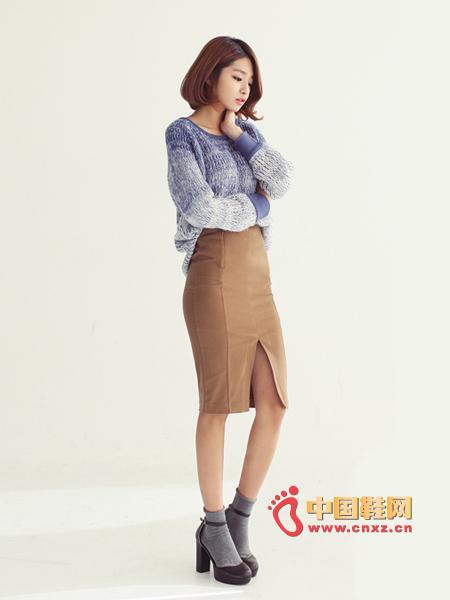 The version is very good, a feminine skirt, length and knee length