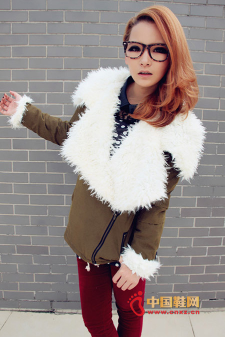 Autumn and winter is very intimate single product, the front is oblique zipper design