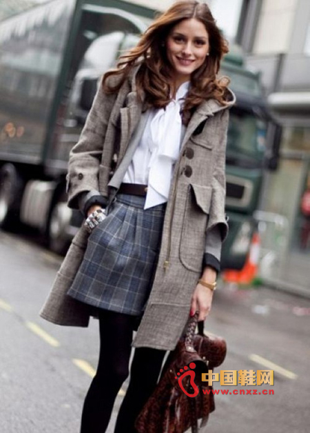 Long coat in gray, more low-key and plain, metal zipper and button mix