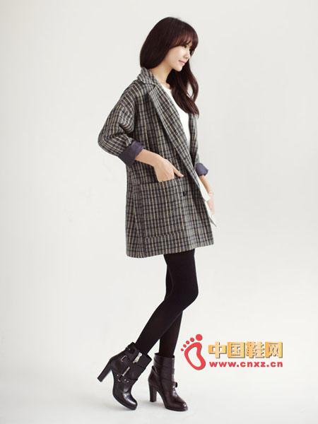 Thick, loose-fitting plaid jacket, classic plaid pattern