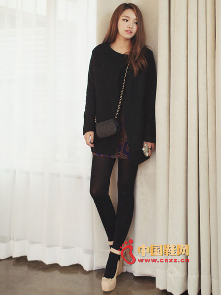 Simple design woolen jacket, round neck style, the effect of matching scarves with cold weather will be very good