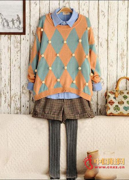 Light blue tannin shirt worn inside, with an orange-gray diamond mesh sweater