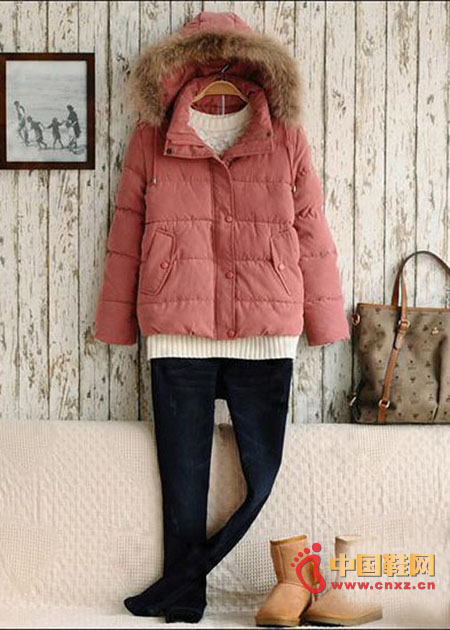 The down jacket is the most resistant to the cold in winter. This pink simple horizontal down jacket