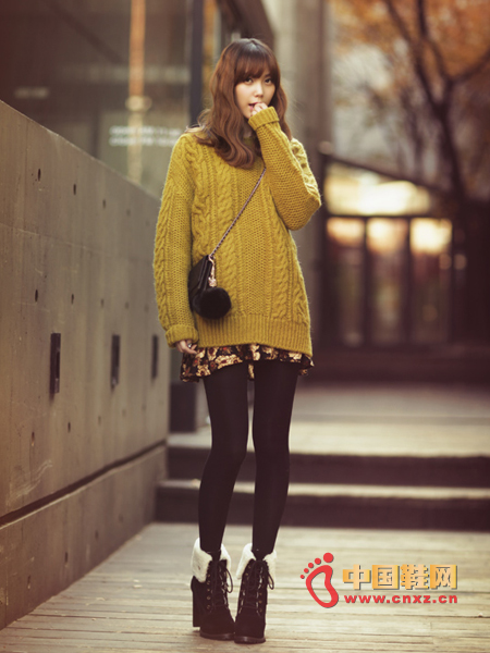 Boyfriend loose knit sweater with a small lazy range