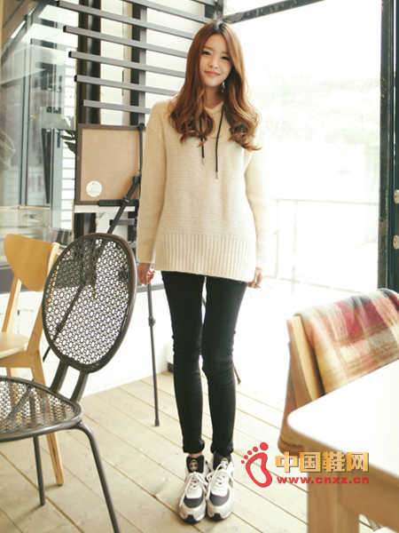 Cute knitted hoodie, loose version, lovely and cute, there is a certain warmth