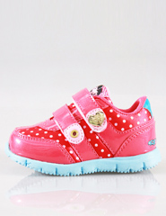Red: mix and match with red and pink, plus white spots to highlight the exquisite small size of the shoes