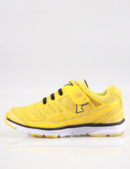 Yellow: simple pure yellow sports shoes, vivid expression of children's lively personality