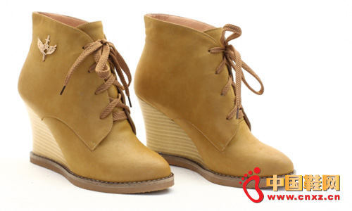 Exquisite and smooth leather surface material, enhance the level of the entire pair of shoes.