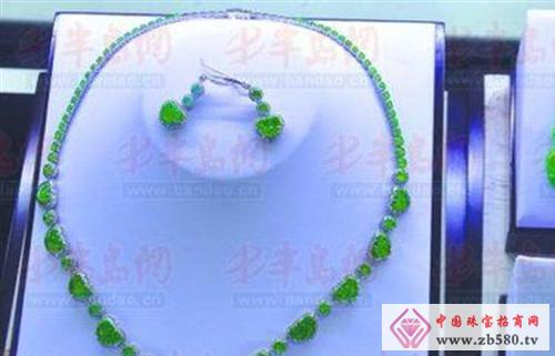In the mall, the quality of the jade is priced at several hundred thousand yuan.