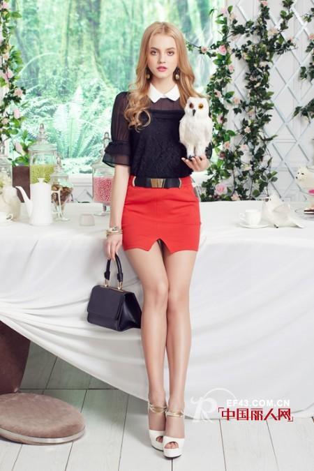红色半身裙配什么上衣 红色半身裙搭配