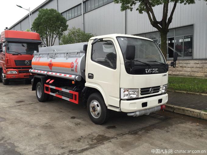 东风多利卡D6油罐车