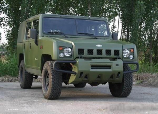 军用指挥车的构造.jpg
