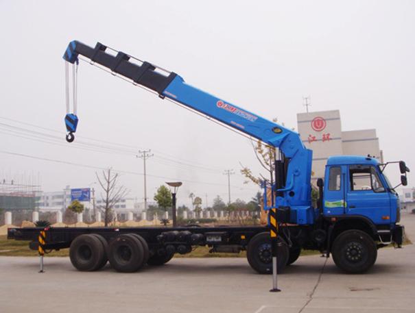 8吨汽车吊