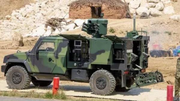依维柯改装军事指挥车的过程.jpg