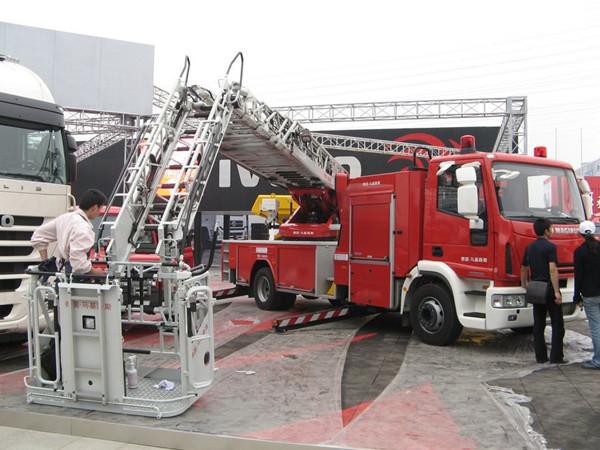 云梯消防车和最可爱的人1_副本.jpg
