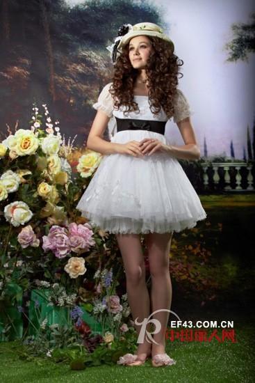 白色连衣裙经典款式 打造优雅清纯女神范儿