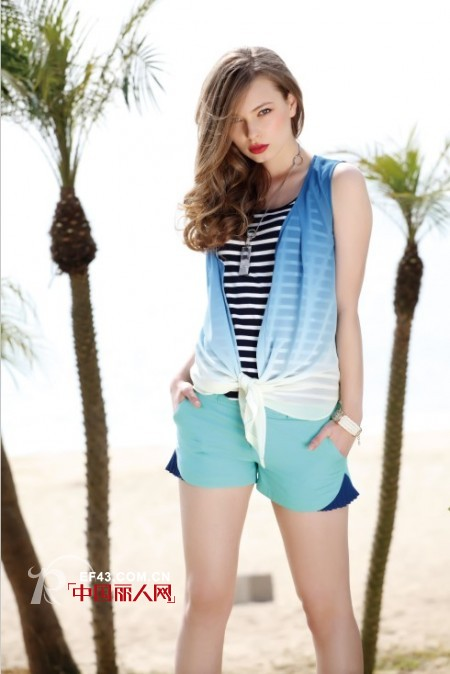 渐变色的衣服好看吗 渐变蓝色夏装搭配