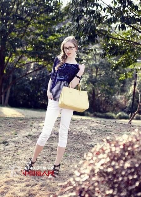 苏雅秀品牌女装展现女性优雅温婉的特质