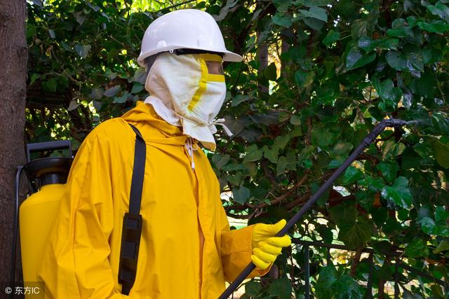 How to wear off protective clothing in order to maximize the protection function?