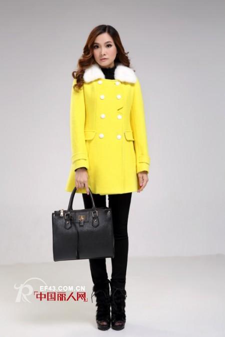 黄色的呢大衣好看吗?  黄色呢大衣怎么搭配更时尚?
