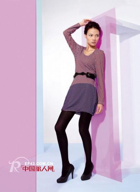 莉佳丽品牌女装展现时代女性的气质和风采