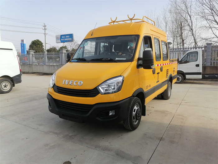 Emergency electric engineering vehicle_IVECO 9-seater with bucket