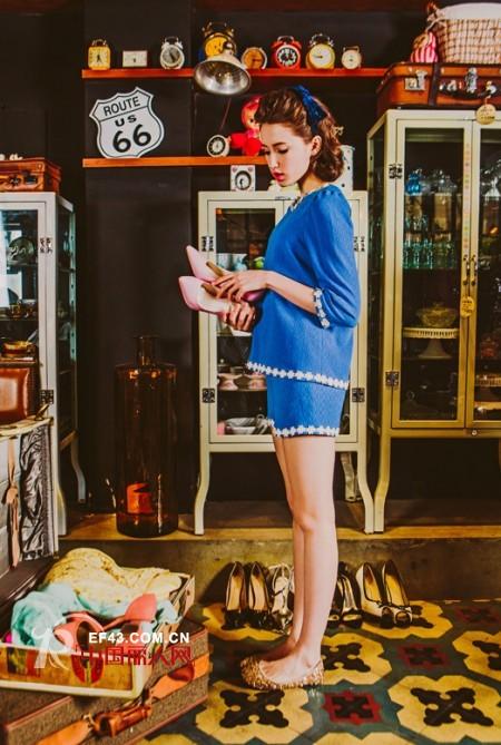 宝蓝色裙子蝴蝶结设计显瘦款 蕾丝镶边宝蓝色套装