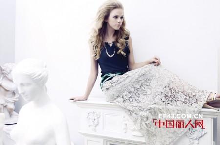 经典故事女装 演绎简洁、高雅、时尚