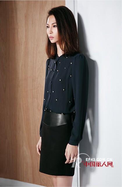 长袖衫搭配黑色小短裙 秋季轻熟风搭配