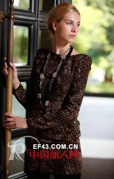 周仕依林女装  温和、现代、知性的时尚气息