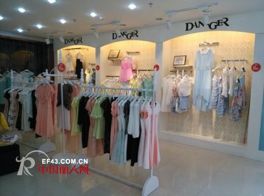 热烈庆祝丹诗格尔女装四川泸州店5月16日盛大开业