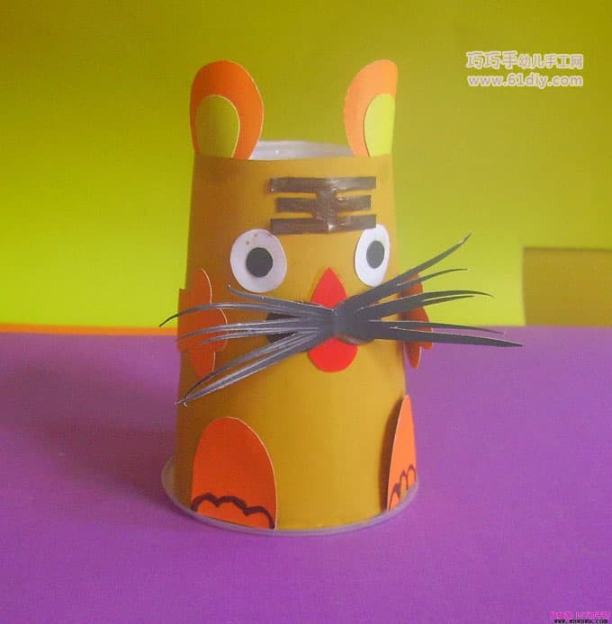 Paper cup tiger making illustration