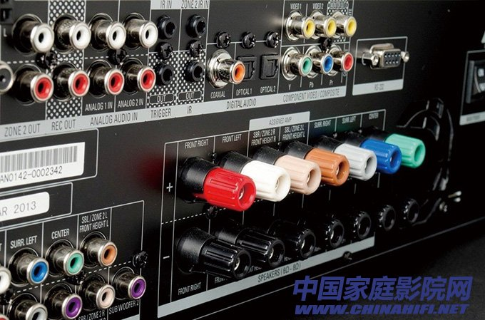 Extremely rich audio input and output interface, including multi-channel speaker output terminal.jpg