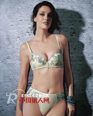 意娃娜品牌内衣,散发浑然天成的性感魅力