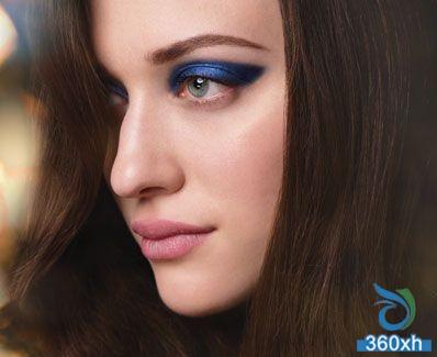 Blue metal cat eye makeup