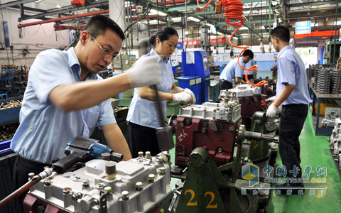 The employees of the Chaifang assembly plant are investing in the labor competition with full work enthusiasm
