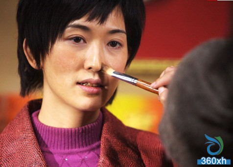"""Move your hands before applying """"hands and feet"""" to let your nude makeup match Han Xing"""