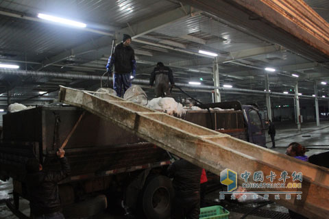 500,000 kilometers without major repair user Zhang Yu engaged in live fish transportation work