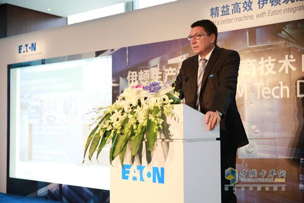Burton, CEO of Eaton Manufacturing OEM Global Market speaks at the Opening Ceremony of Shanghai Manufacturing Equipment Manufacturers Technology Day