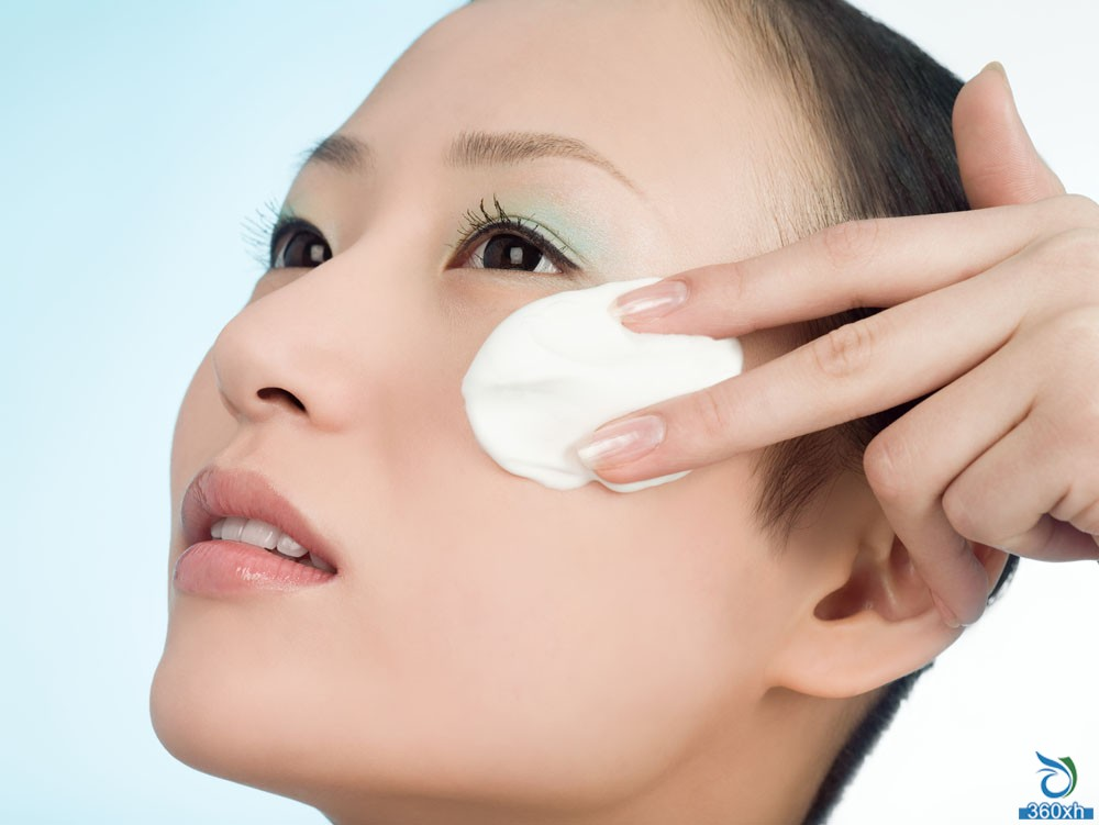 Skin care details: cotton pads can also hurt the skin