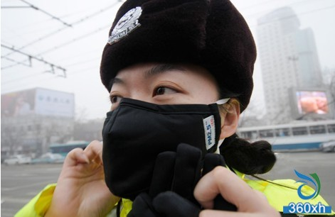 Eight strokes against smog, prevent skin aging