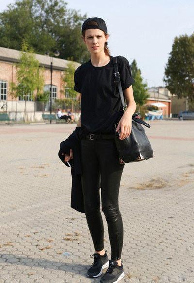 身黑色的单品就能够搭出很帅气潇洒的中性风