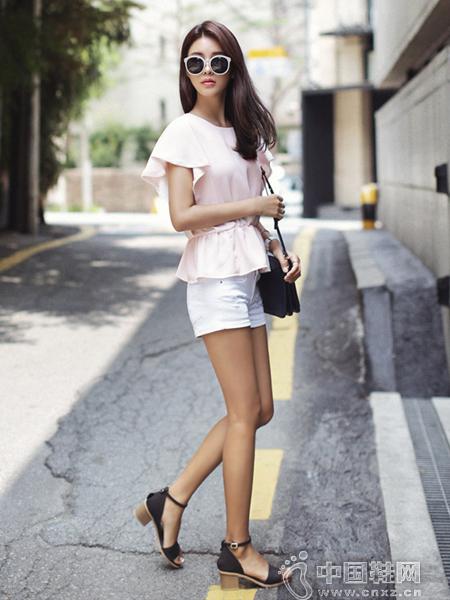乖巧可爱的浅粉色休闲罩衫