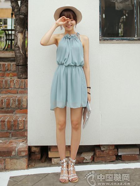 清凉一夏的女人味连身裙