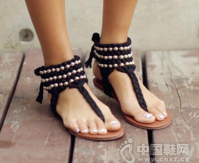 最适合夏季的T字带凉鞋